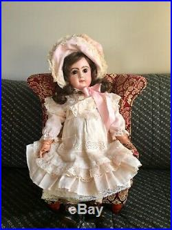 Antique French TETE JUMEAU BEBE DOLL CLOSED MOUTH Brown Eyes SIZE 8 19 MARKED