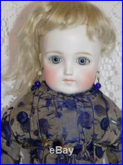 Gorgeous Antique German Closed Mouth Turned Shoulder Head Doll ABG Simon Halbig