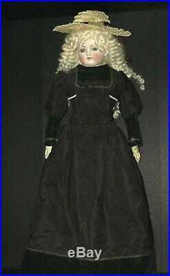 Mystery antique shoulder head lady doll