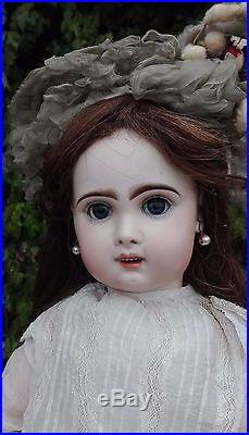 Stunnig antique french bisque doll, Bebè jumeau size 11, 25 inch (63 cm)